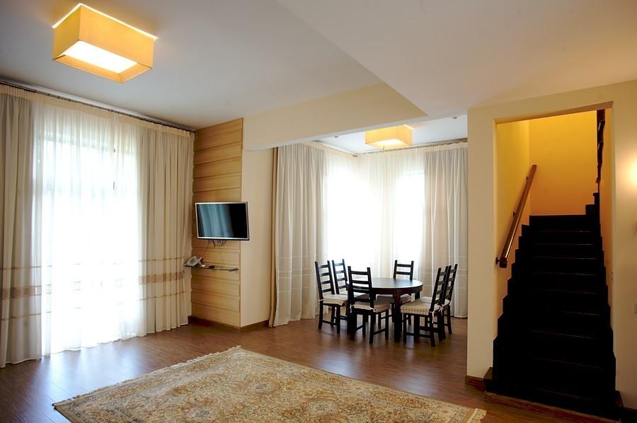 Фото Отель Загородный клуб «ArtiLand»