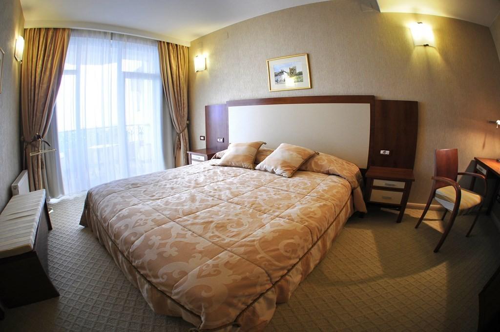 """Фото Отель Отель """"Алые Паруса"""", Р29 Крым"""